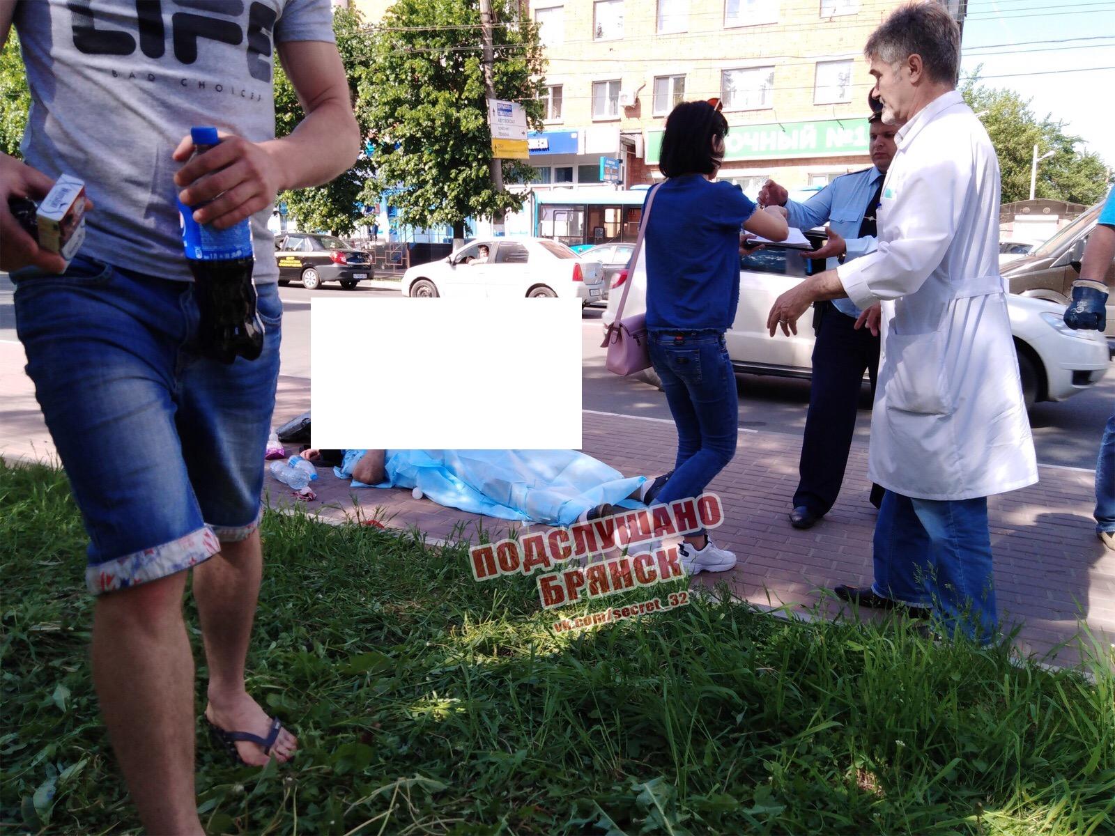 В Брянске на остановке умер пожилой мужчина