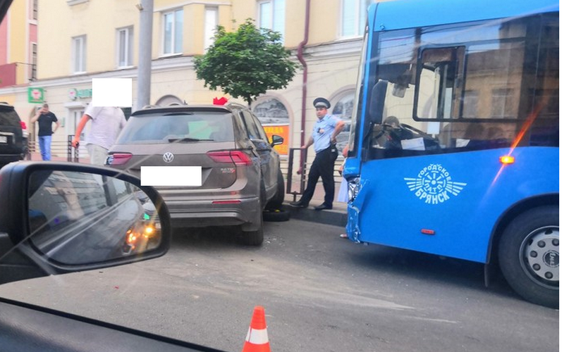 В тройном ДТП на проспекте Ленина пострадала пассажирка автобуса