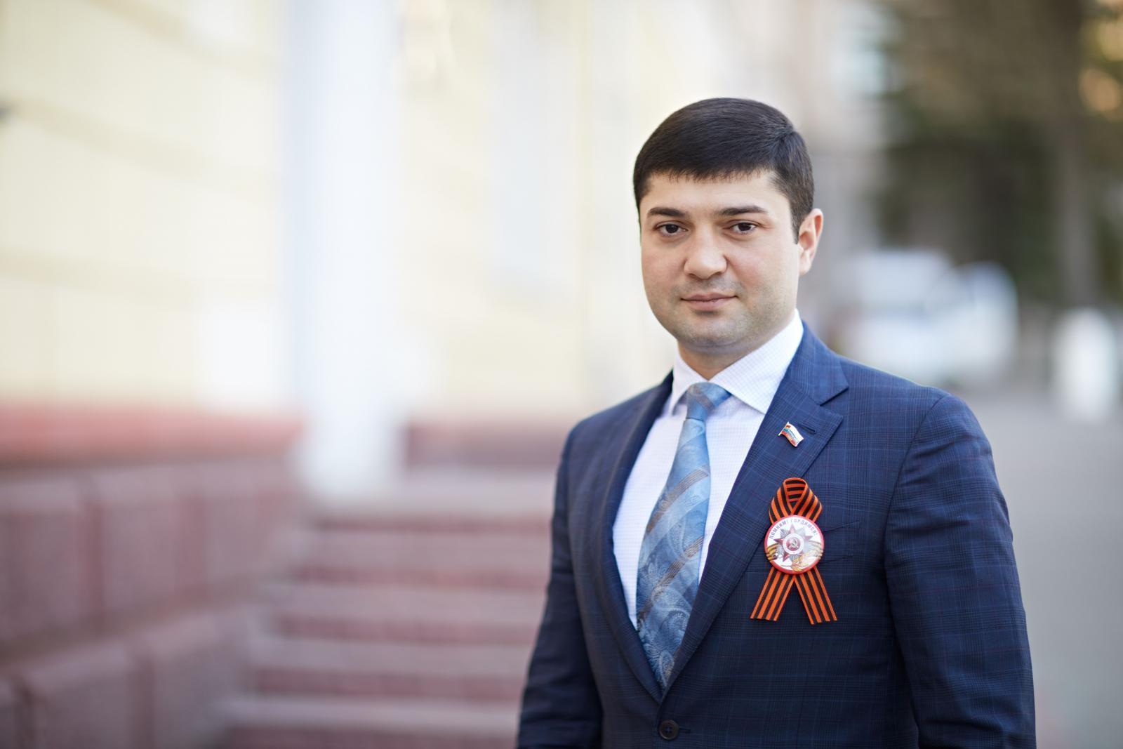 Мухтар Бадырханов прокомментировал инцидент в ресторане и исключение из партии