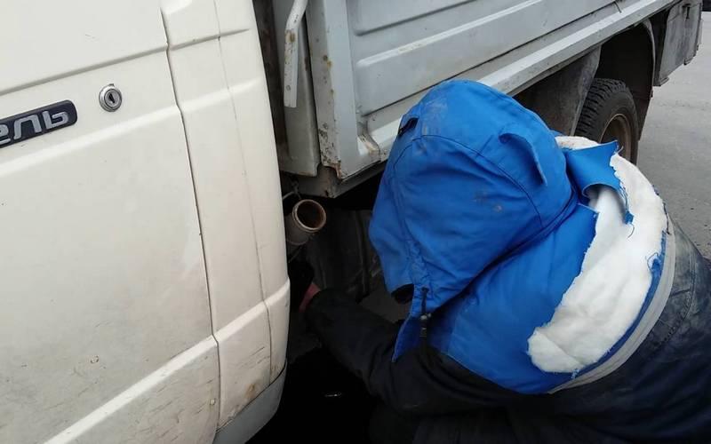 В брянской Путевке банда сливает бензин из «Газелей»