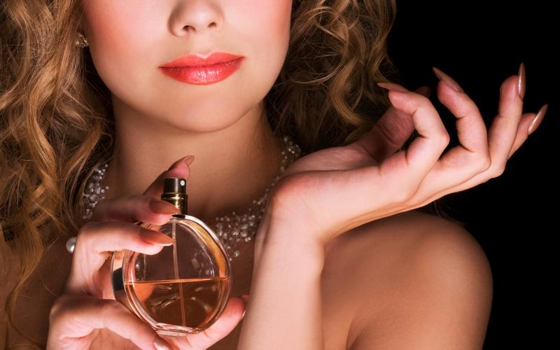Жительница Брянска проучила магазин парфюмерии и косметики