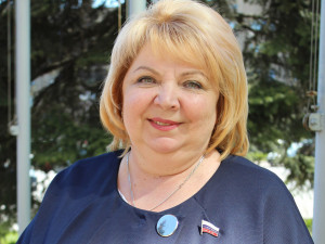 Она голосовала за повышение пенсионного возраста. Депутат Светлана Максимова