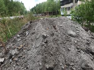Живым щитом встали челябинцы против стройки на улице Захарченко