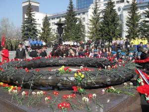 Церемония возложения цветов к Вечному огню началась в Челябинске