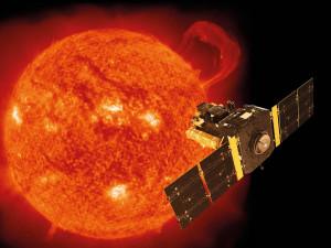 Гигантское аномальное явление на фото возле Солнца будоражит воображение уфологов