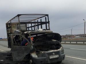 Грузовик с гробами сгорел на трассе Челябинск-Екатеринбург
