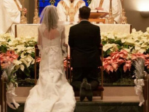Совместить похороны и свадьбу решили из экономии молодожены