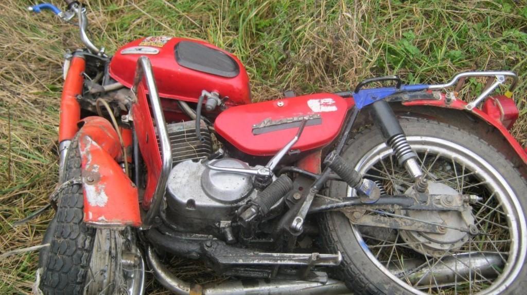 Под Брянском мотоциклист врезался в иномарку