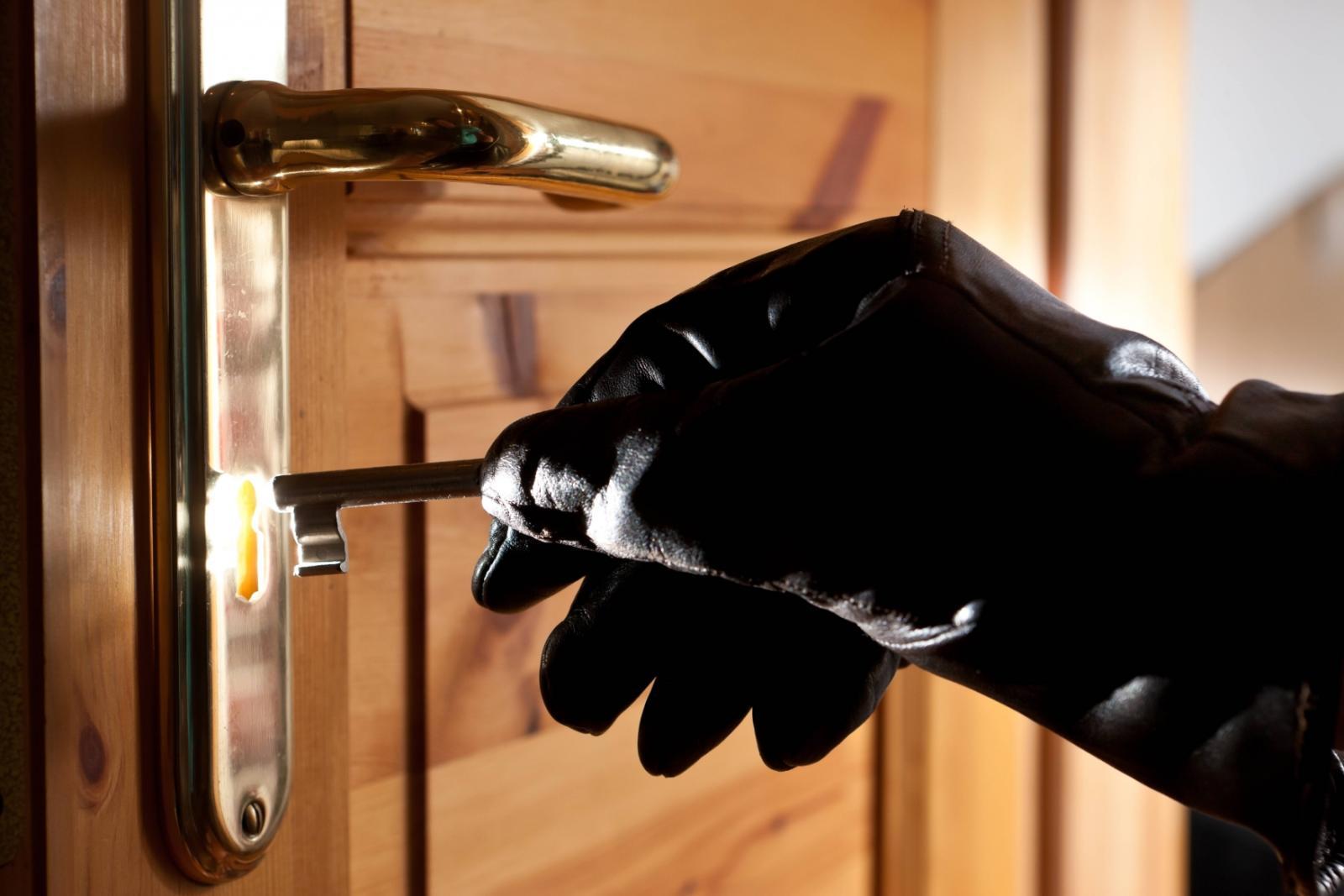 В Жуковке уголовник обчистил дом односельчанина