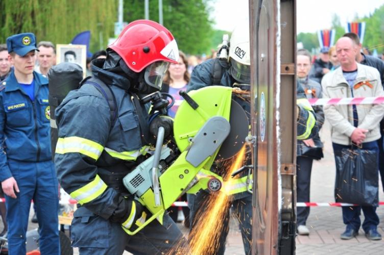 В Брянске прошли соревнования по пожарному кроссфиту