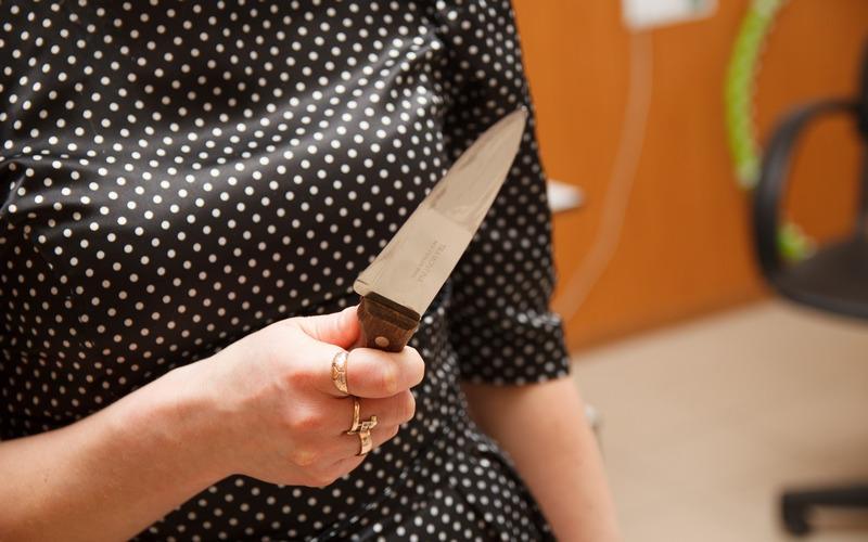 В Комаричах женщина зарезала сожителя