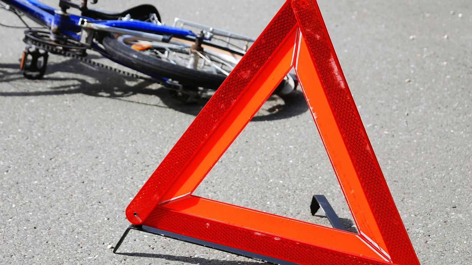 В Комаричском районе КамАЗ сбил 15-летнюю велосипедистку