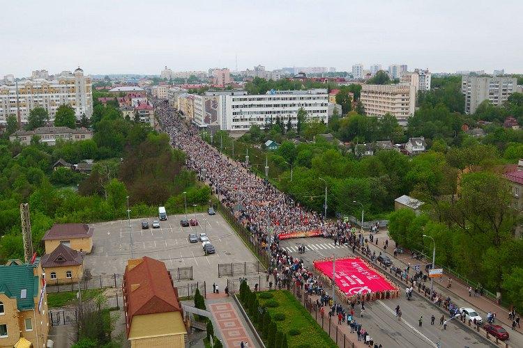 Несколько тысяч брянцев приняли участие в шествии «Бессмертный полк»