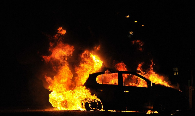 В Злынковском районе загорелась легковушка
