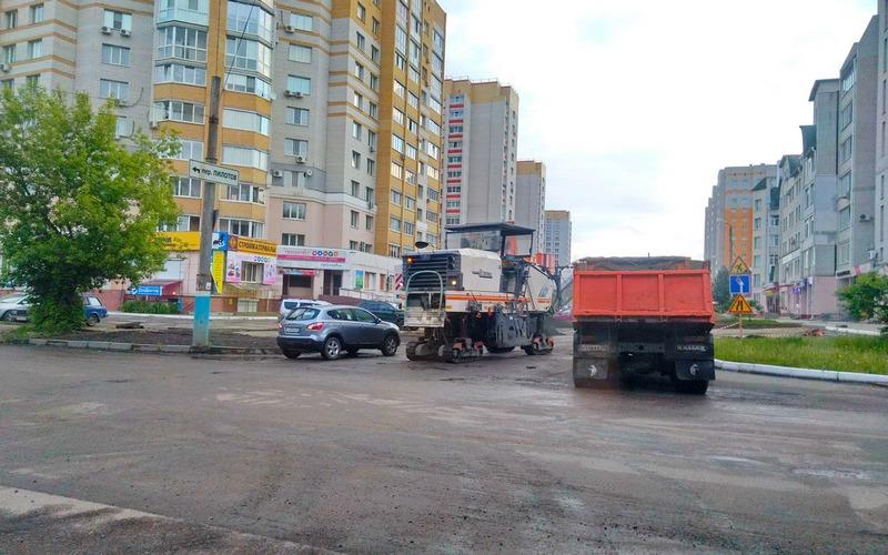 В Брянске дорожников заставили работать днем и ночью