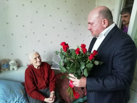 Вдове ветерана из Дятьково вручили жилищный сертификат