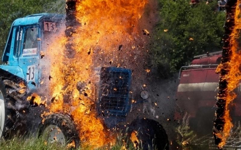 В поселке под Почепом сгорел трактор