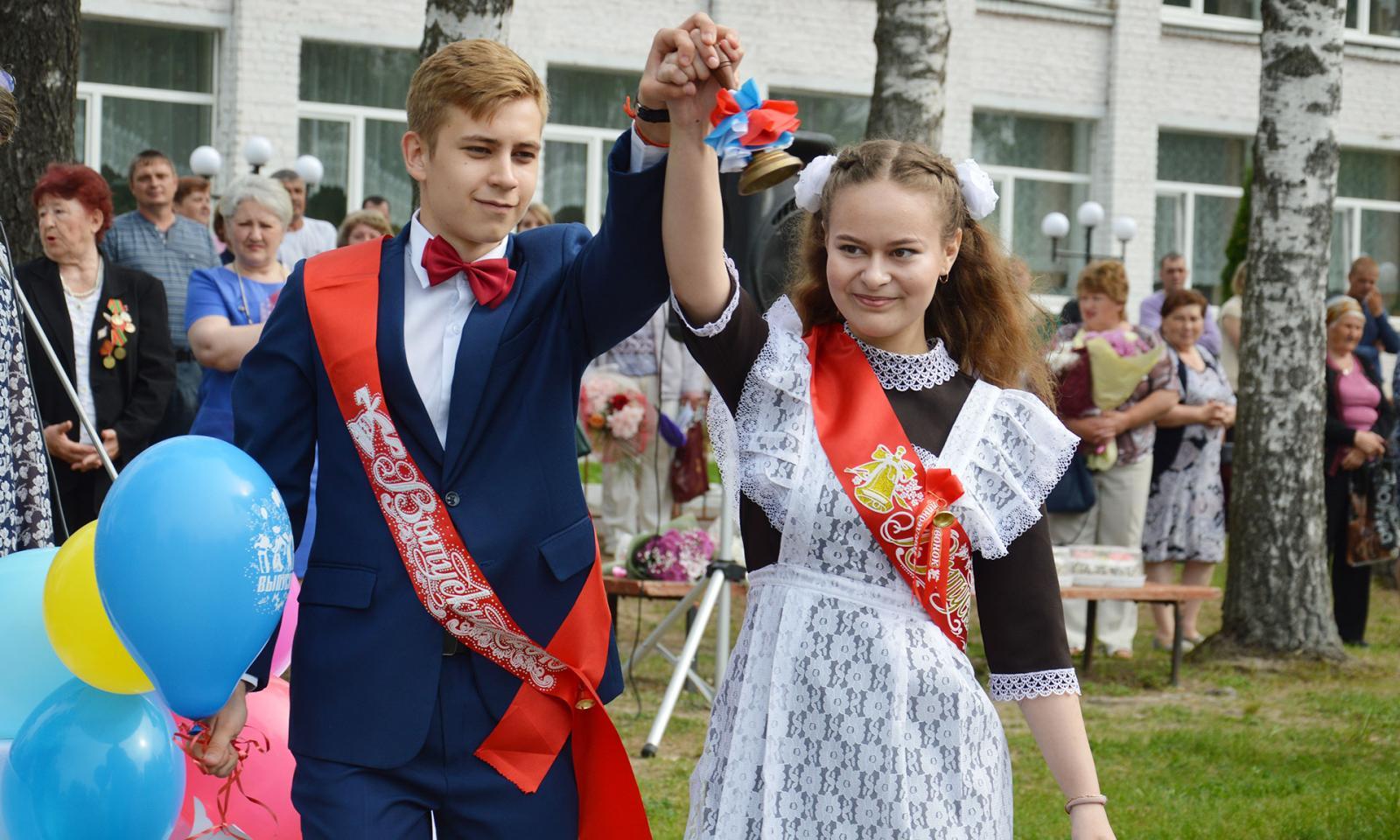 Более 16 тысяч брянских выпускников услышали последний звонок