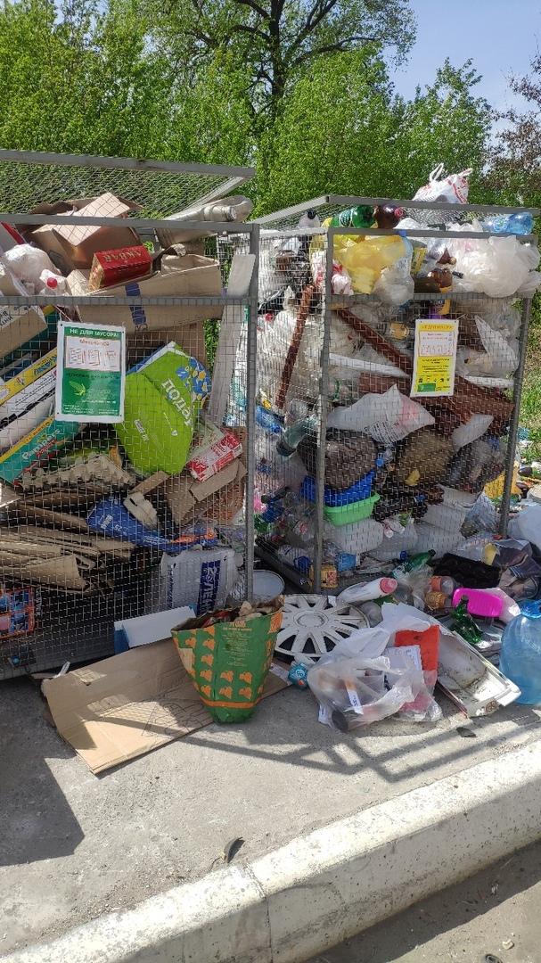 Брянцы ругают коммунальщиков за неубранный мусор