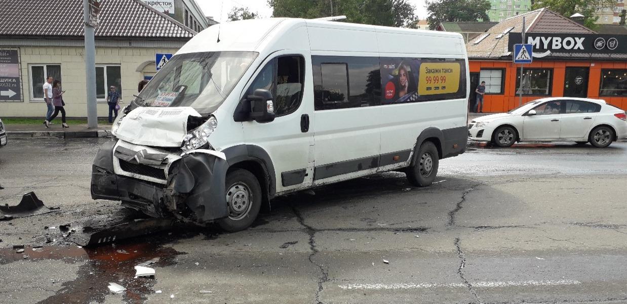 Вмассовом ДТП наКургане пострадала 11-летняя девочка