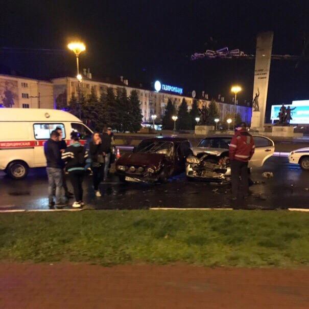 Ночью в Брянске возле площади Партизан произошло серьезное ДТП