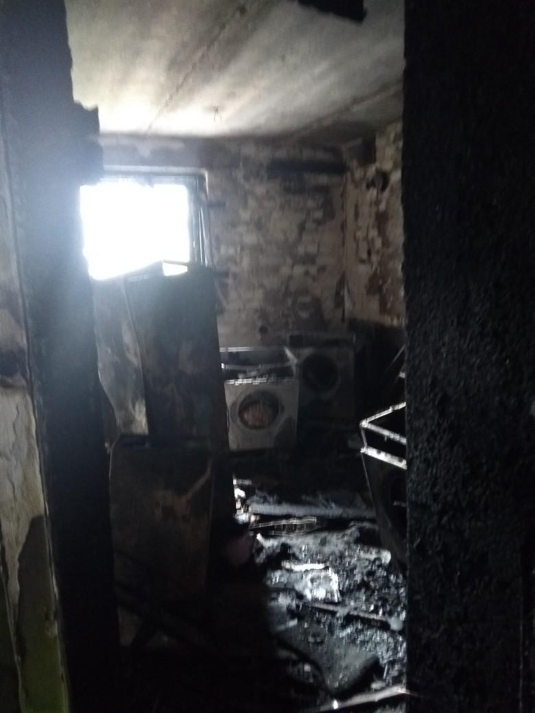 Появились фото с места жуткого пожара в брянском общежитии