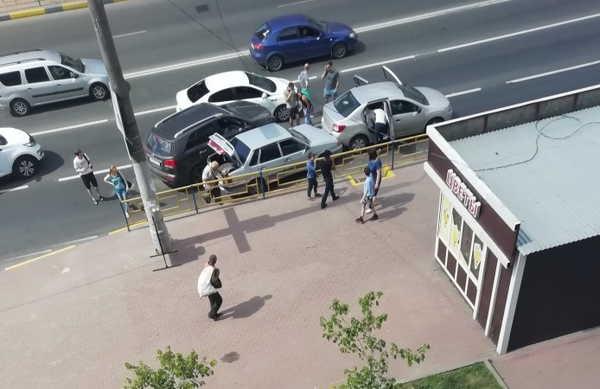 В Брянке в ДТП на Никитина столкнулись 4 автомобиля