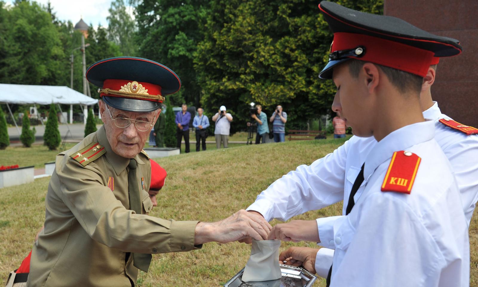 ВДень памяти искорби вБрянске прошла всероссийская акция «Горсть Памяти»
