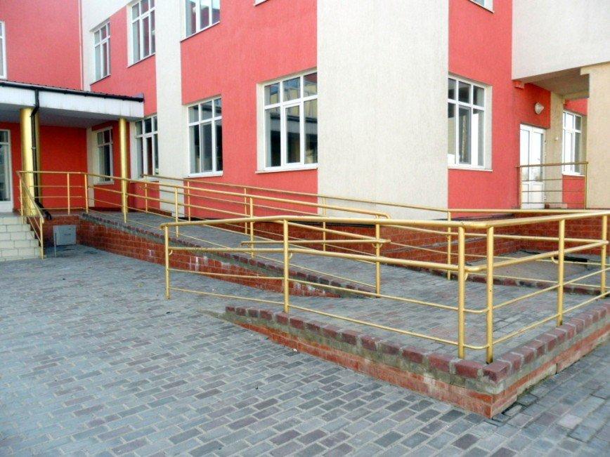 Недоступными для инвалидов признали школы Брянска
