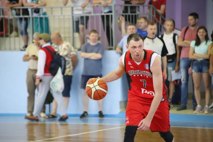ВКлинцах баскетболисты соревновались на призы Виталия Фридзона