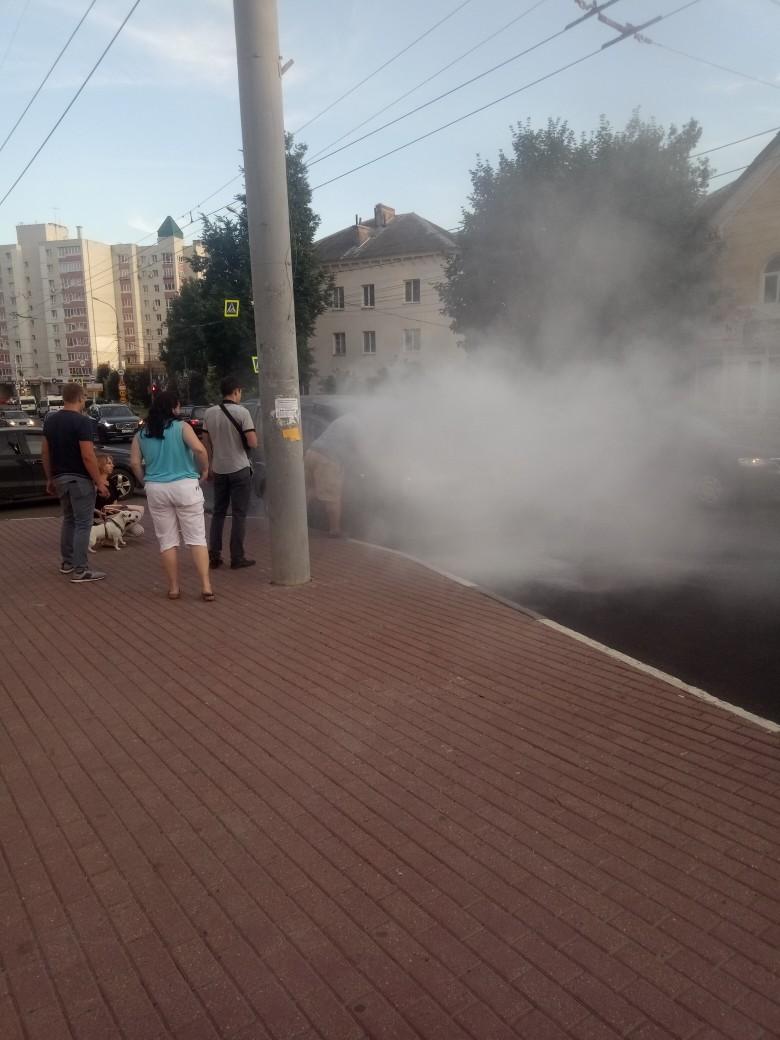 На улице Дуки в Брянске задымилась легковушка
