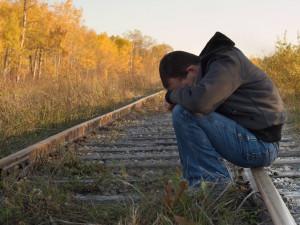 Присел на рельсы отдохнуть и выбил товарный поезд из графика