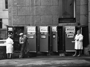 В автоматах с газводой стаканы не воровали