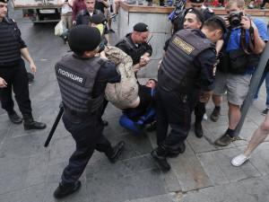 Обществу бросят кость в виде майоров и подполковников, считает политолог Соловей