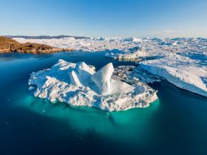 2 миллиарда тонн льда растаяло  вчера в Гренландии
