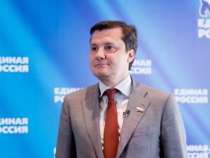 Он голосовал за повышение пенсионного возраста. Депутат Денис Москвин