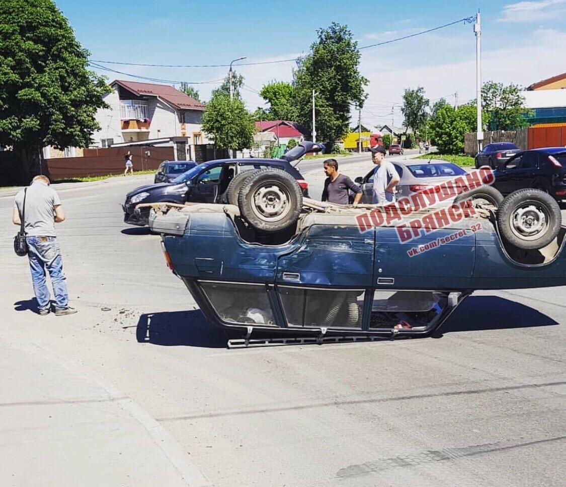 ВБрянске перевернулся автомобиль