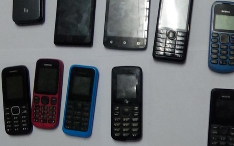 Мужчина пытался перебросить в клинцовскую колонию десять телефонов