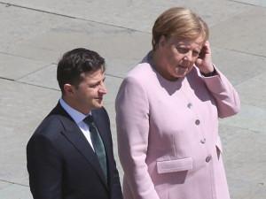 Меркель трясло перед встречей с Зеленским. Зеленский заявил о разногласиях с Берлином.
