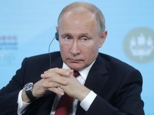 Путин не советует делать ставку на доллар