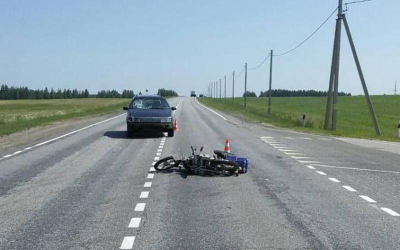 В Новозыбковском районе 71-летний скутерист угодил под машину