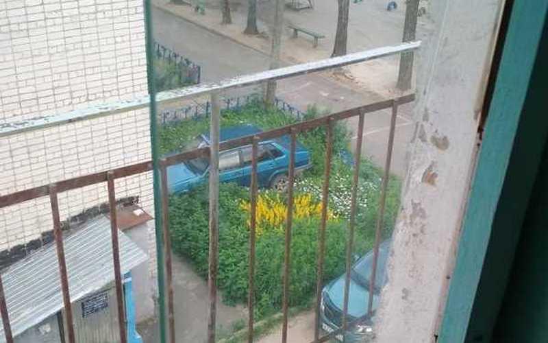 В Трубчевском районе автохам припарковался в палисаднике