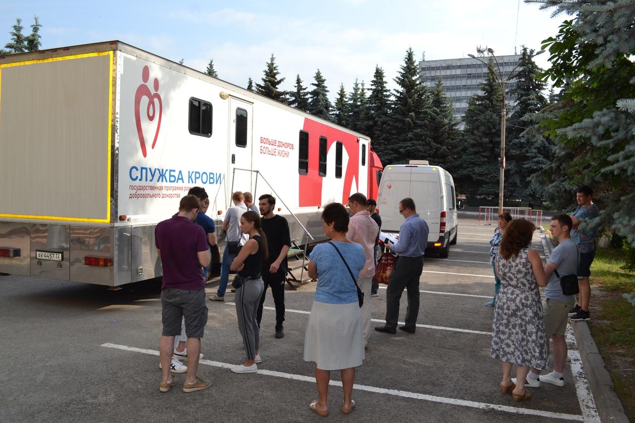 114 брянцев сдали кровь на лечение тяжелобольных людей