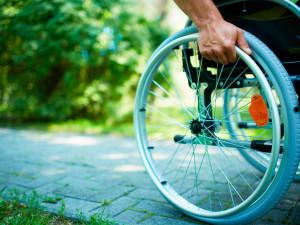Левада-центр: У трети семей с инвалидами едва хватает денег на еду
