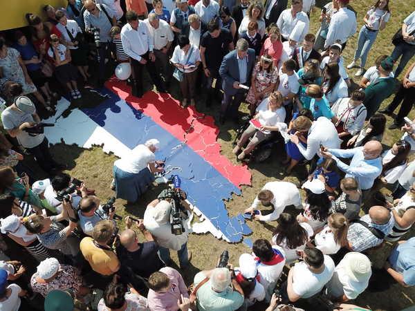 В Брянске из пазлов собрали карту России