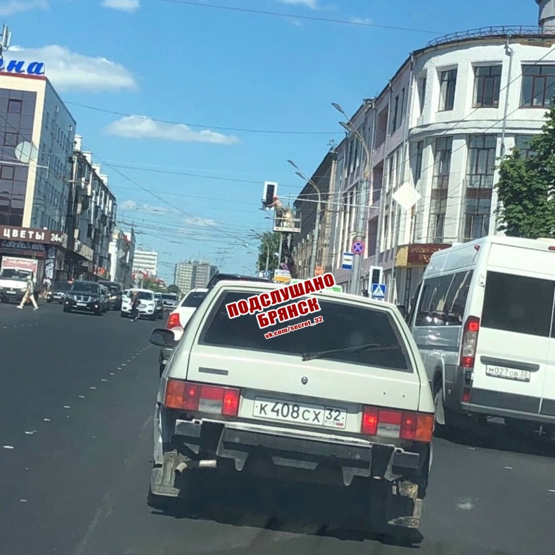 Брянцы обсуждают установленный на площади Ленина светофор