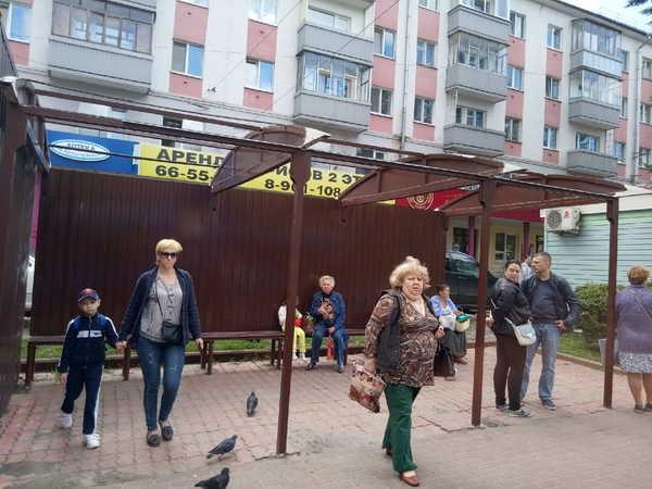 В Брянске с остановки на площади Партизан исчезла крыша