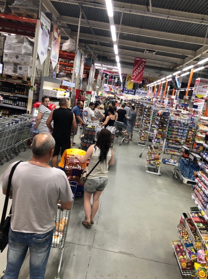 В Брянске снова жалуются на огромные очереди в гипермаркетах