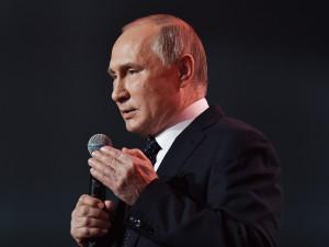 Путин потребовал от правительства работать, а не «принюхиваться»