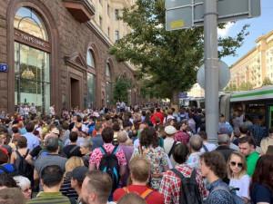 Народ бунтует не от безделья , считает экономист Кричевский